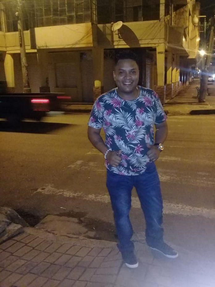 HECHO. A las 19:10 del último viernes, Stalin Tulio Caicedo Gorozabel, fue asesinado al estilo sicariato en los exteriores de su domicilio, mientras se encontraba en el vehículo de propiedad de su progenitor.