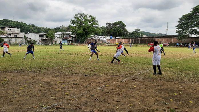 """DEPORTE. 12 equipos integran el Campeonato """"Sandrita Sob 40"""", jugado en la Cancha de Los 4 Ceibos, ubicado en Propicia 4, sur de la ciudad de Esmeraldas."""