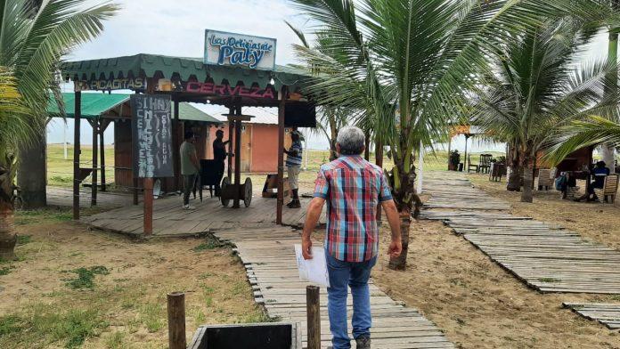 """REAPERTURA. Sector turístico de Esmeraldas busca reactivarse. De a poco, bares como """"Las Delicias de Paty"""", vuelven a abrir sus puertas."""