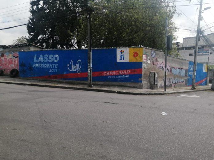 Campaña. Una pared pintada de Guillermo Lasso en la calle Teodoro Gómez de la Torre, en San Bartolo, sur de Quito.