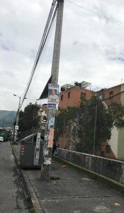 Elecciones. Cartel de Guilermo Lasso en un poste en la avenida Morán Valverde, en Chillogallo, sur de Quito.