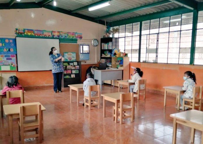 Retorno. 86 estudiantes volvieron a las aulas en la escuela José María Velasco Ibarra, del barrio Chapuel, del cantón Tulcán.