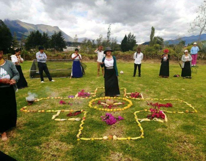 Ceremonias. Desde casa, el año pasado las familias indígenas de Imbabura mostraron cómo agradecieron al sol (Inti) y la tierra (Pachamama), a través de oraciones, música y danza.