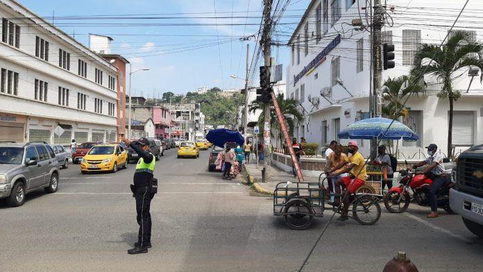 AVERÍA. Varios semáforos en la ciudad de Esmeraldas están averiados; aún quedan 37 intersecciones por intervenir.
