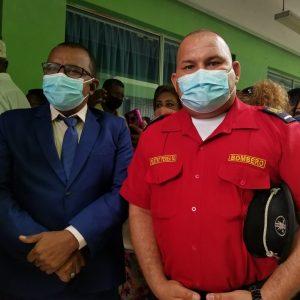 David Rosero, alcalde del cantón Eloy Alfaro; y Miguel Perea, jefe del Cuerpo de Bomberos de Esmeraldas.
