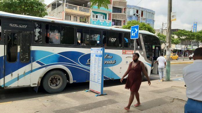 TRANSPORTE. Solo el 50% de las unidades de transporte urbano en Esmeraldas circulan diariamente, un alza de pasajes, estiman sus representantes.