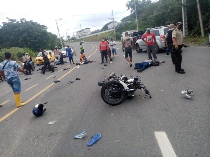 ACCIDENTE. Joven lucha por su vida tras resultar herido en un accidente de tránsito en el sur de Esmeraldas.