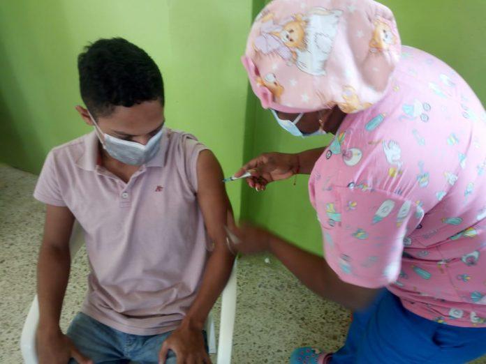 GESTIÓN. En esta semana llegarán 25 mil dosis más de la vacuna Sinovac a Esmeraldas, se espera que en las próximas semanas llegue la Astrazeneca y la Pfizer.