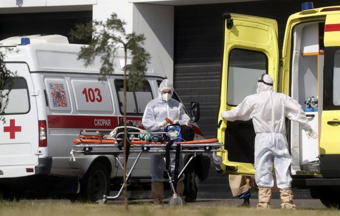 TRASPIÉ. El aumento global de casos y muertes por Covid-19 amenaza con echar al traste los planes de muchos países.