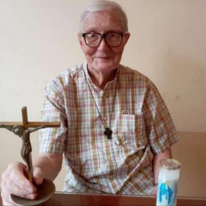 DESPEDIDA. El sacerdote Lorenzo Caravelo, de 86 años de edad, falleció a los 86 años de edad, y fue sepultado en el Cementerio General.