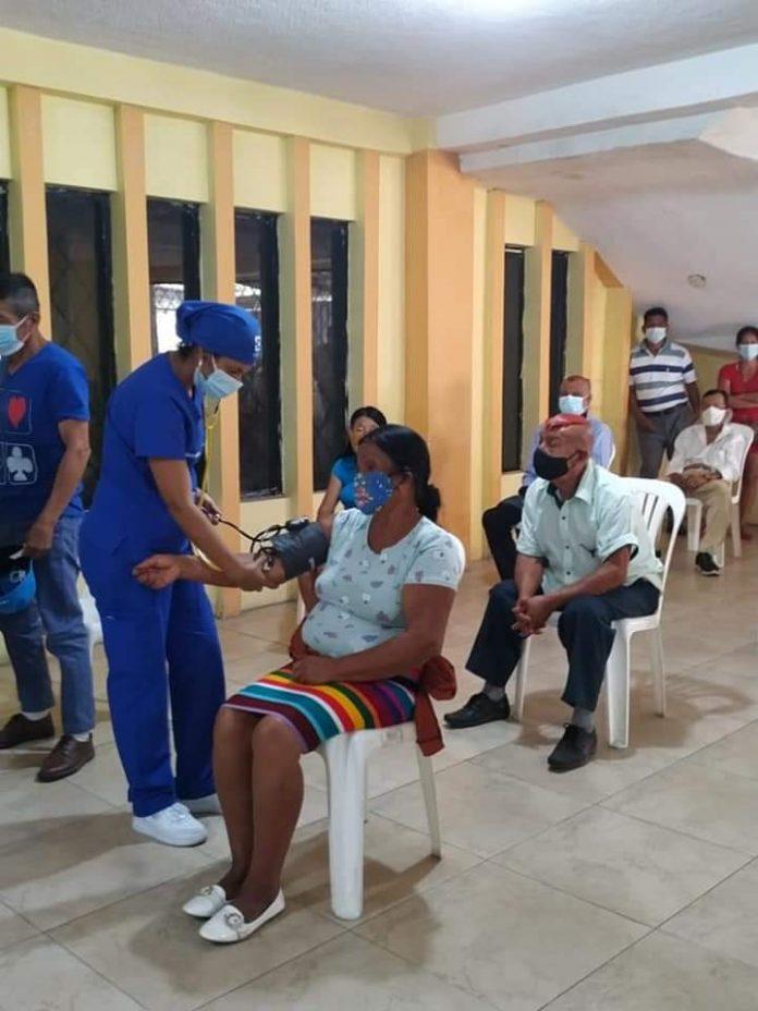 ALTERNATIVA. La gobernadora Diana Aguavil tiene como objetivo llevar puntos de vacunación a las comunas.