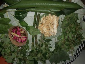NATURALEZA. Para los baños utilizan 12 plantas, entre bejucos, hojas y productos que mezclan con agua hervida.