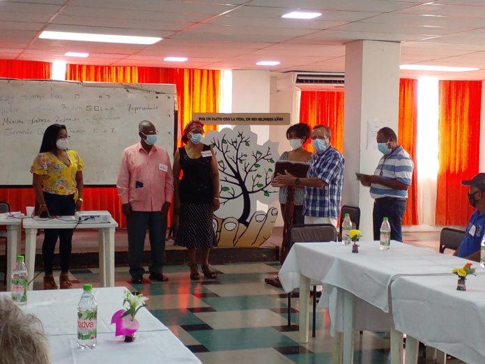 PROTECCIÓN. Los adultos mayores pertenecientes al cantón Esmeraldas solicitan que sus derechos sean respetados por parte de la población.