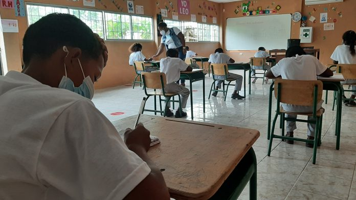 REAPERTURA. Nueve instituciones educativas de las zonas rurales del cantón Esmeraldas retornaron a clases presenciales luego de aprobarse el PICE.