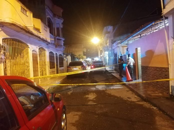 RETIRO. Una granada fue abandonada en la puerta de una vivienda en el sector de La Tolita 1, al sur del cantón Esmeraldas.