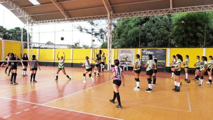 CAMPEONATO. La Selección juvenil femenina de voleibol de Esmeraldas alcanzó el tercer lugar en el torneo.