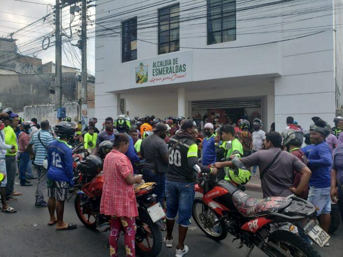MOTOCICLISTAS. Choferes de motos se movilizaron para exigir se revoquen ordenanzas municipales sobre la circulación de dos hombres en horario restringido.