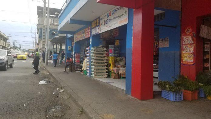 PETICIÓN. Dueños y arrendatarios de los locales comerciales a la redonda del mercado municipal piden permisos de funcionamiento.