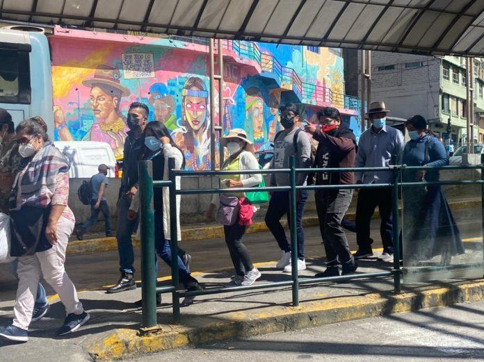 REGULACIONES. El COE Nacional pidió aumentar las unidades de buses para evitar aglomeraciones.