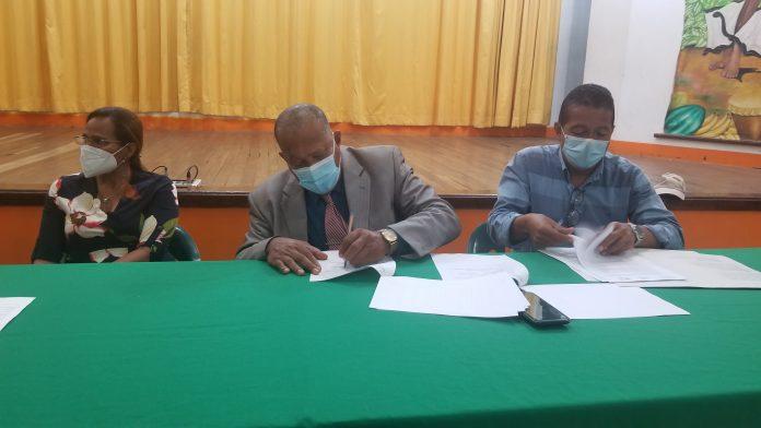ACUERDOS. La Casa de la Cultura de Esmeraldas junto al Consejo Cantonal de Protección de Derechos firmaron un convenio interinstitucional.