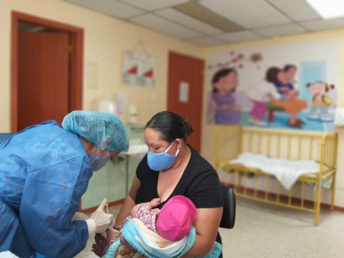 BIOLÓGICOS. Las vacunas para los niños fueron distribuidas en todos los subcentros de salud. La única que faltaría es la del Sarampión que llegaría lunes próximo.