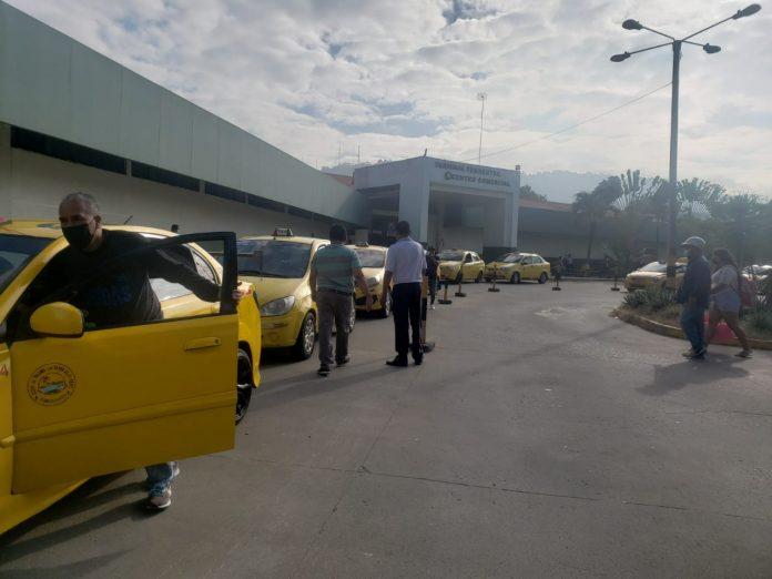 TAXISTAS. El gremio automotor está inconforme con el alza de combustibles, piden a las autoridades nacionales y locales se regrese el subsidio.