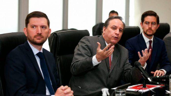 El ministro Simón Cueva anuncia un preacuerdo con el FMI