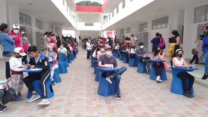 Estudiantes del Bernardo recibieron vacuna