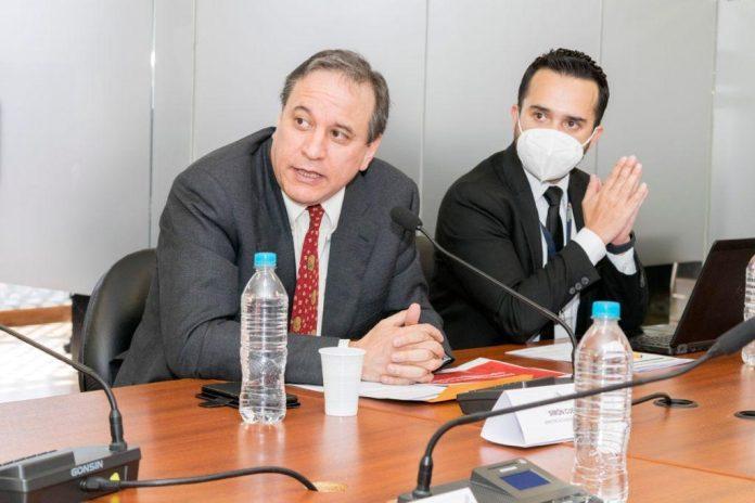 El ministro de Economía, Simón Cueva, tiene un reto grande desde el próximo año