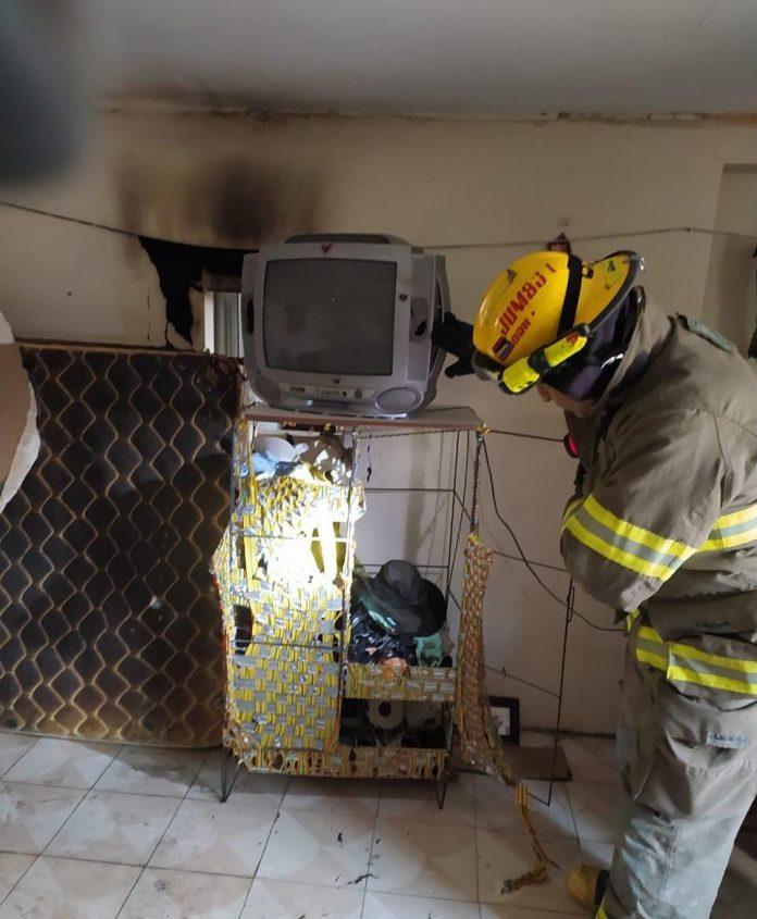 Dos adultos mayores resultaron heridos por el incendio