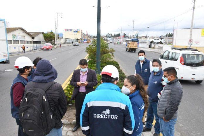 Personal de la Emapa comunicó el inicio de la obra a los moradores de la zona.