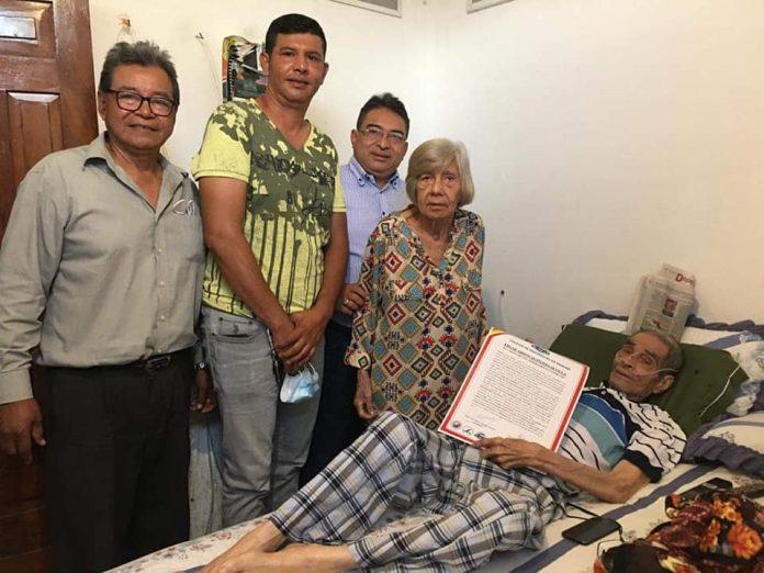Homenaje a don Quiño