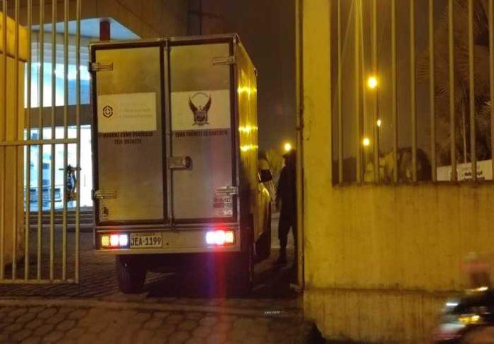 Procedimiento. El cuerpo fue llevado al Centro Forense.