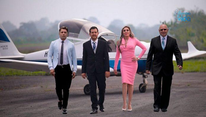 PROFESIONALES. Sebastián, Renato, Angie y Mauricio buscan romper el rating televisivo con este programa.