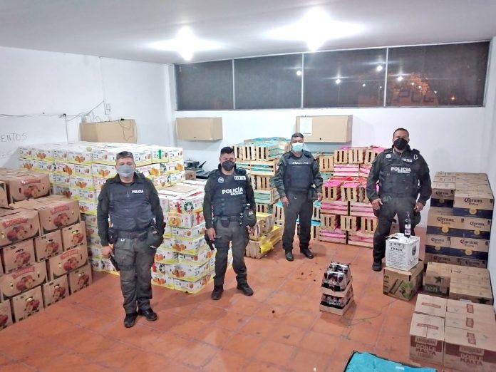 Policía encuentra camión lleno de frutas de contrabando