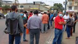 Agricultores ingresaron al despacho de la Gobernación de Los Ríos.