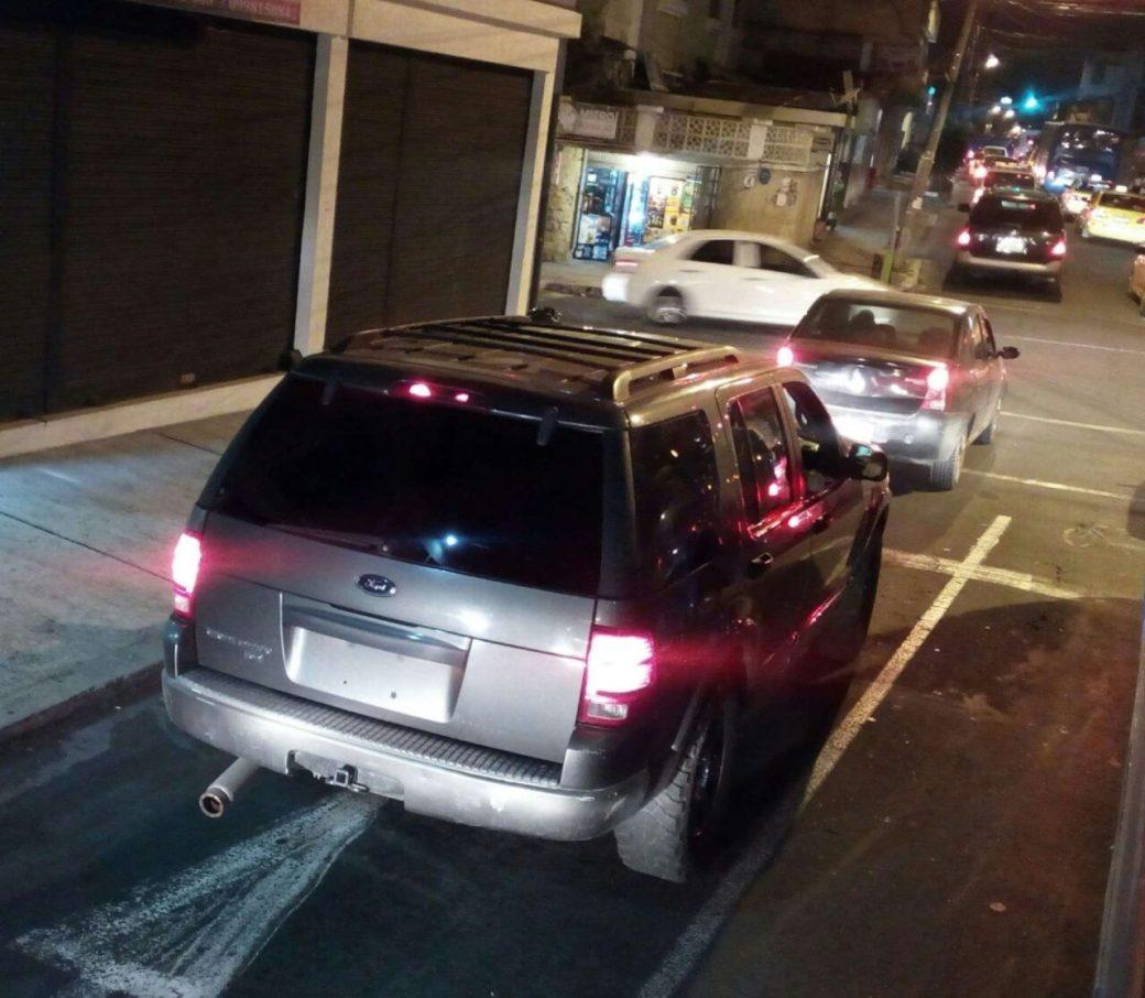 En lo que va de 2021, 3.418 conductores fueron sancionados por circular sin placas, en Quito.